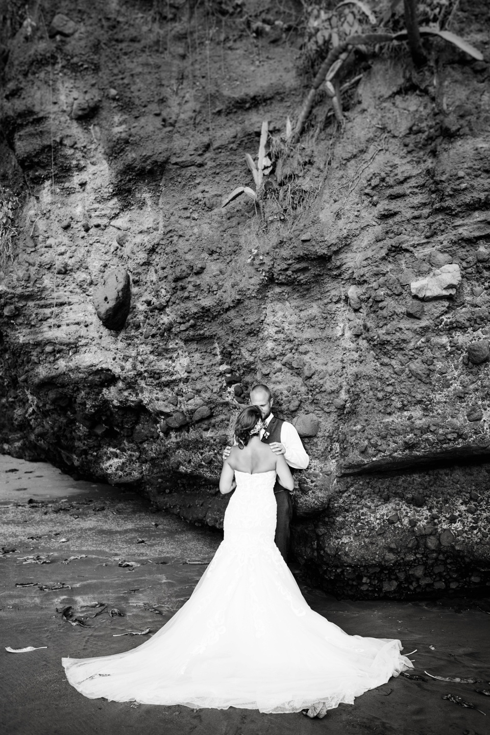 OSTARAPHOTOGRAPHY_ELSALVADOR_LASFLORESRESORT_DESTINATIONWEDDING_THERESAJAY_BLOG_126.jpg